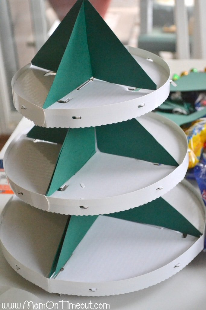 Green triangles on cupcake stand