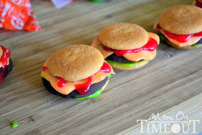 cookie-cheeseburgers-made-with-candy