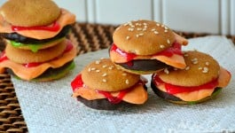 Cookie Sliders That Look Just Like Mini Cheeseburgers!