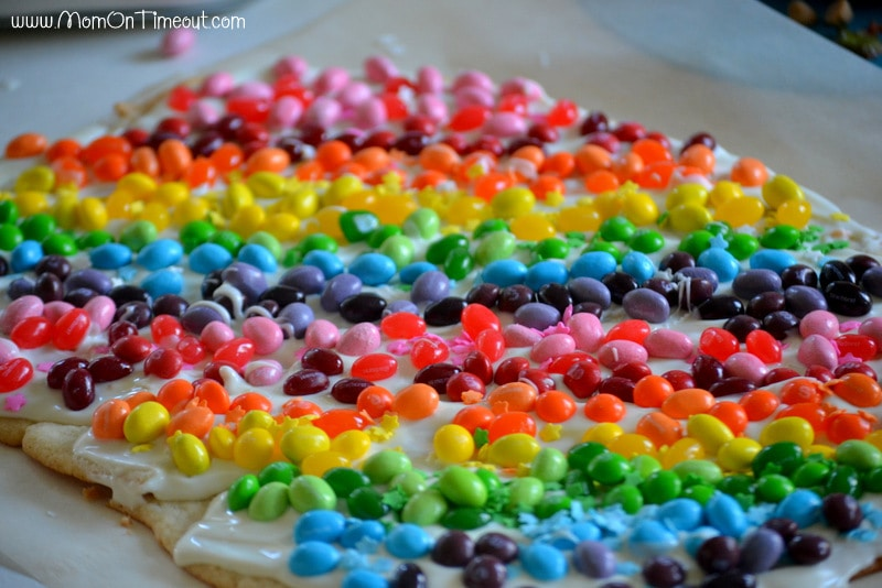 decorate rainbow cookie bark