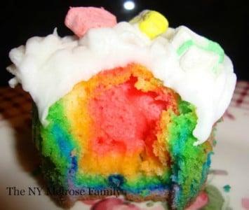 rainbow-lucky-charm-cupcakes