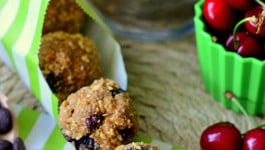 dark-chocolate-cherry-oat-balls-recipe