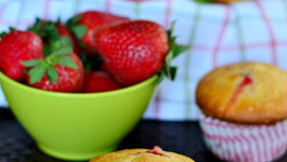 strawberry-cream-cheese-muffins-recipe-easy