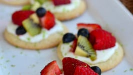 fruit-basket-sugar-cookie-mini-pizzas