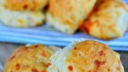 easy-cheddar-rolls-recipe-no-knead-cheese
