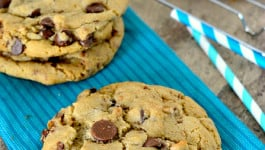 giant-chewy-brown-butter-toffee-chocolate-chip-cookies-recipe