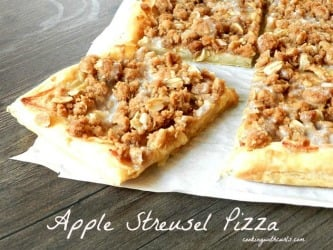 Apple Streusel Pizza