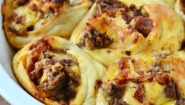 bacon-cheeseburger-pizza-pinwheels-recipe