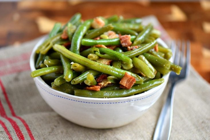 green bean recipe with bacon in bowl