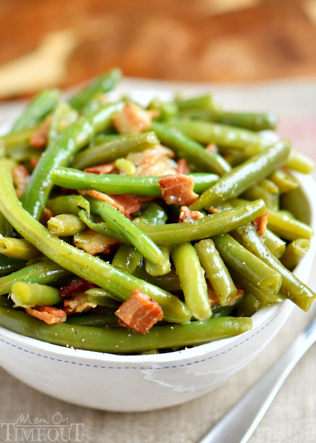 green bean recipe with bacon in serving bowl
