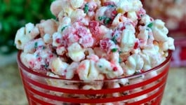 peppermint-crunch-popcorn-recipe