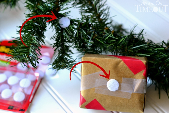 This Holiday Gift Garland is a surefire way to instantly add a festive flair to your holiday decorations! | MomOnTimeout.com #sponsor #craft #Christmas #ScotchEXP