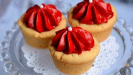red-velvet-cheesecake-cookie-cups-1