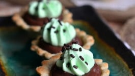 mini-chocolate-mint-cream-pies-recipe