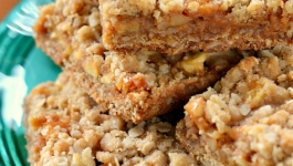 caramel-apple-oat-bars