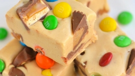 peanut-butter-candy-bar-fudge