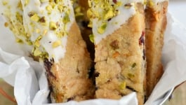 white-chocolate-cranberry-pistachio-shortbread-cookies