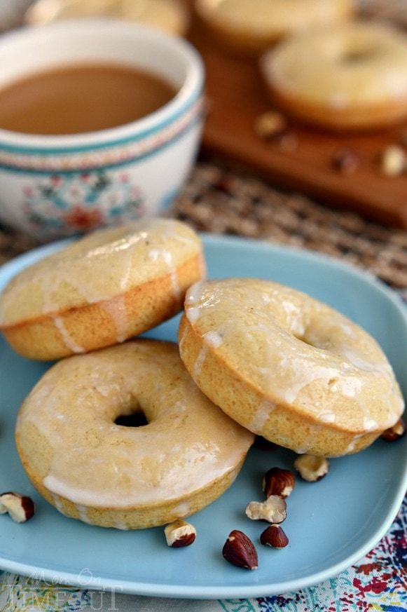 These Skinny Toasted Hazelnut Baked Donuts are ready to go in just 15 minutes - start to finish! A delicious breakfast you don't need to feel guilty about! | MomOnTimeout.com | #recipe #breakfast #brunch #IDelight #ad