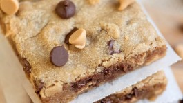 peanut-butter-chocolate-chip-brownies-3