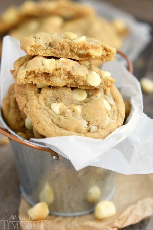 brown-butter-white-chocolate-macadamia-nut-cookies-recipe-close-up