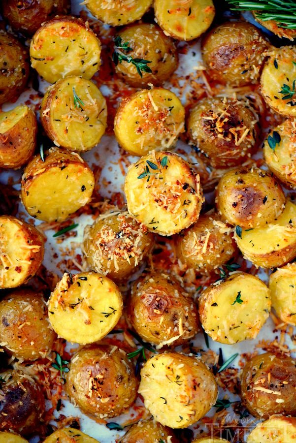 These Oven Roasted Herb and Garlic Parmesan Potatoes are the perfect ...