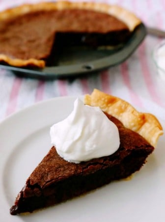 Easy-Brownie-Pie-Whipped-Cream-tr