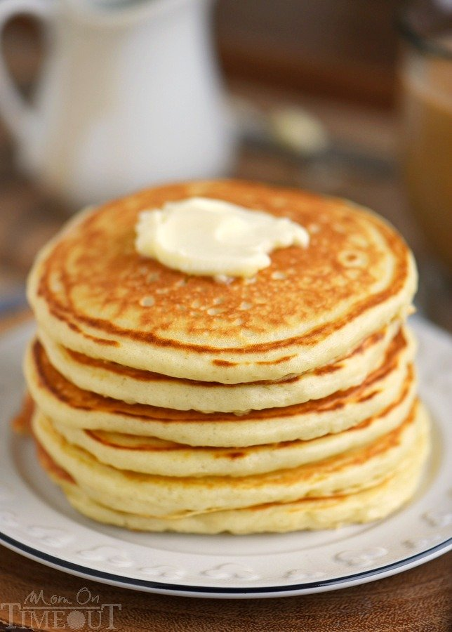 The BEST Fluffy Buttermilk Pancakes you'll ever try! This easy to ...