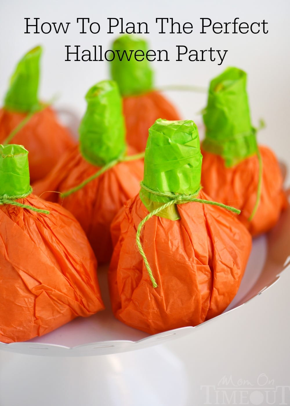 Lots of great tips on How To Plan the Perfect Halloween Party! DIY decorations, Halloween eats and treats, and party favors too! All you'll need for the perfect Halloween party! // Mom On Timeout