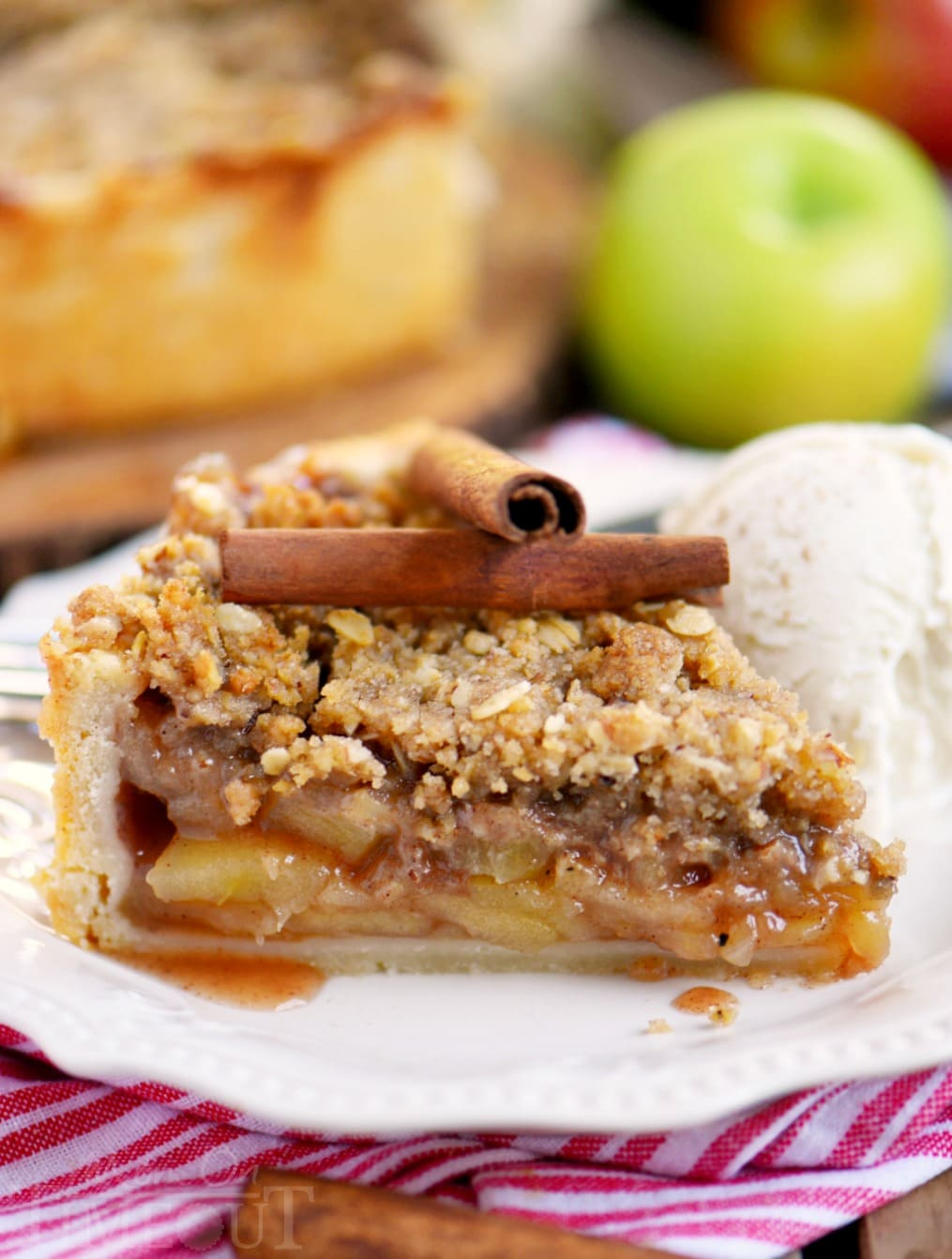 deep-dish-dutch-apple-pie-no-text
