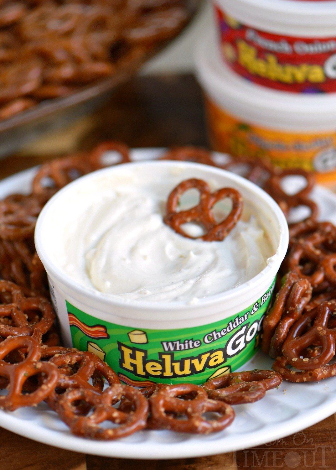 These Spicy Ranch Pretzels are totally addicting and use only 4 ingredients! This delightfully easy recipe is sure to become a new family favorite! Perfect for game day! // Mom On Timeout