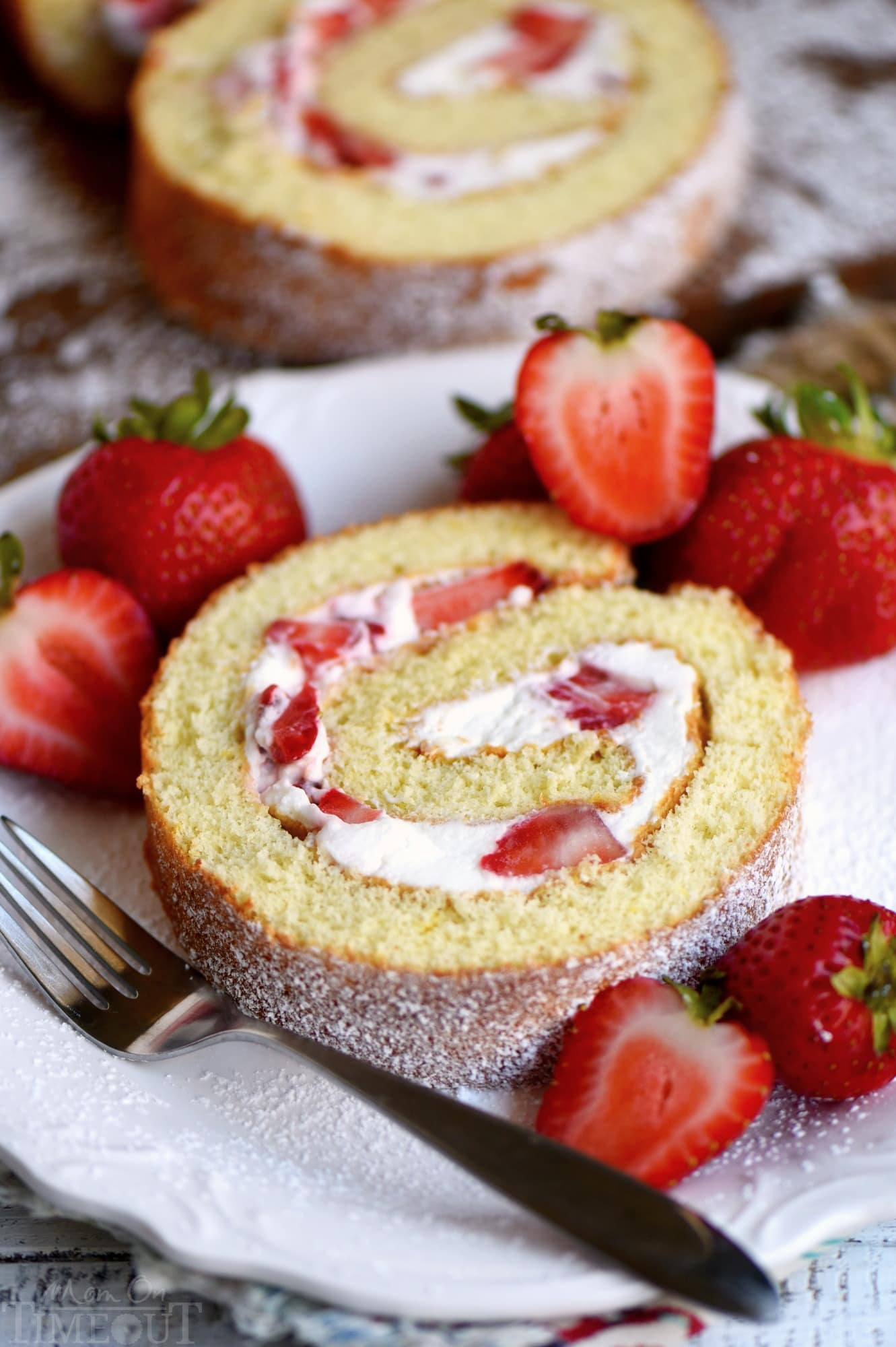 strawberry-shortcake-roulade-slice-on-plate
