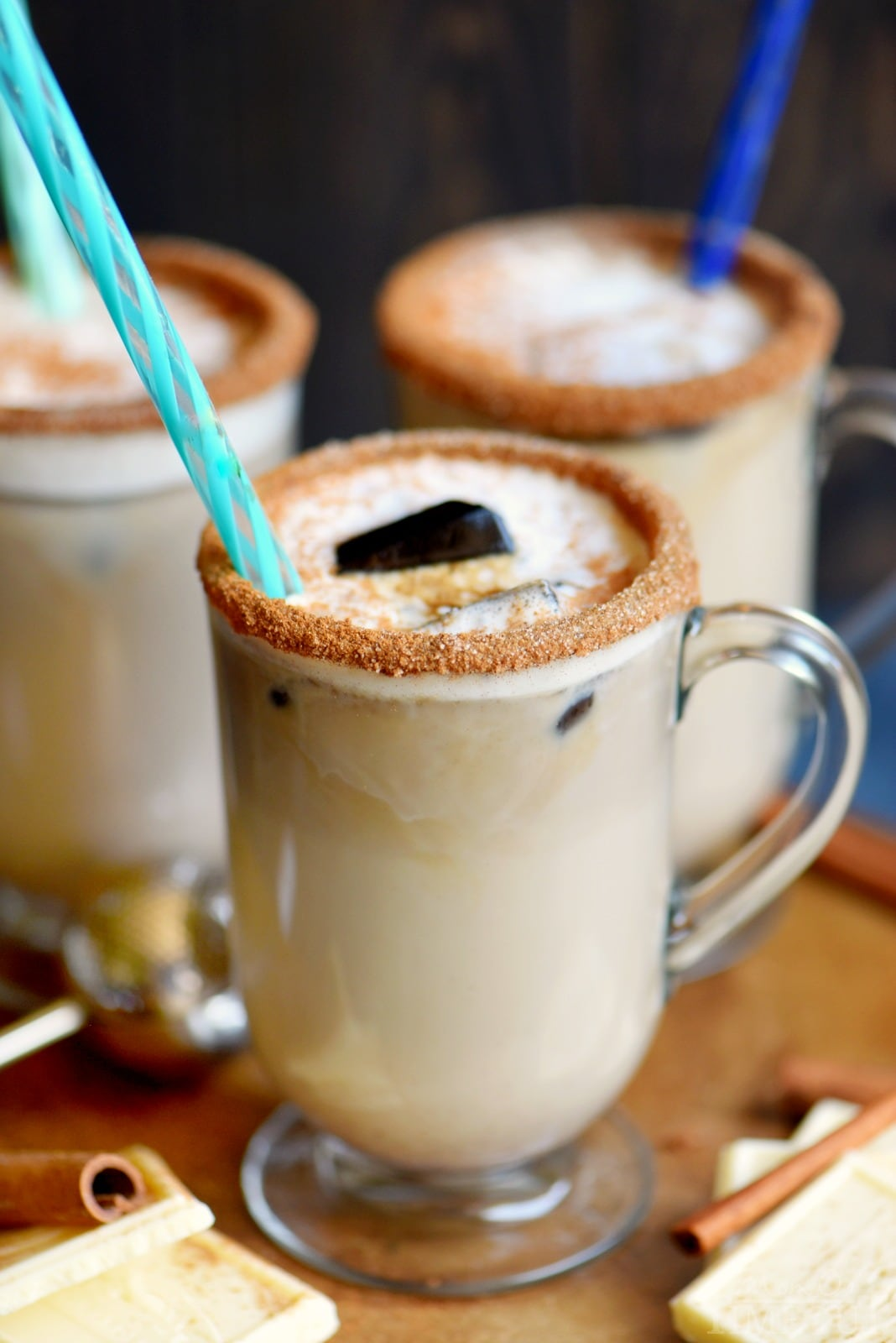 This White Chocolate Snickerdoodle Latte will delight your taste buds and all from the convenience of your own home! Making your own coffeehouse style latte has never been easier or more delicious! Make it hot or iced! // Mom On Timeout