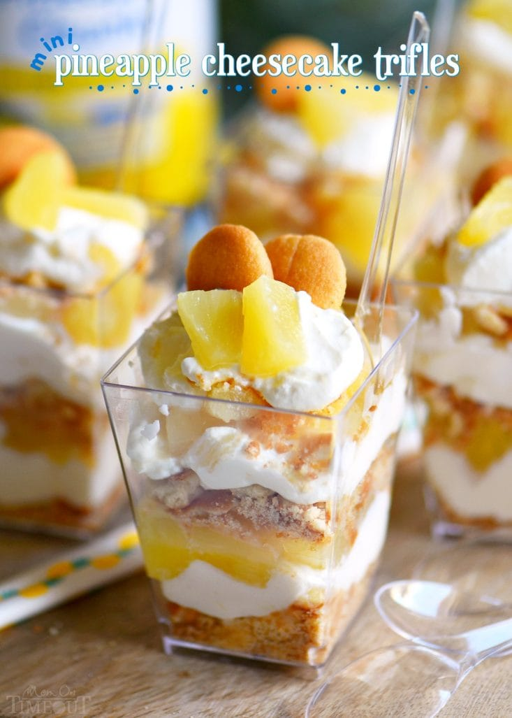 These Mini Pineapple Cheesecake Trifles are loaded with pineapple flavor! Perfect for an after-school snack, dessert, or party! // Mom On Timeout @DoleSunshine #SharetheSunshine #ad