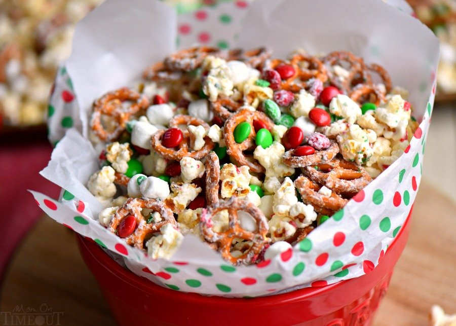 This delicious Snow Day Snack Mix is the perfect easy treat all winter long! Both sweet and salty, this holiday snack mix is great for Christmas, movie nights, parties, gifts and so much more!