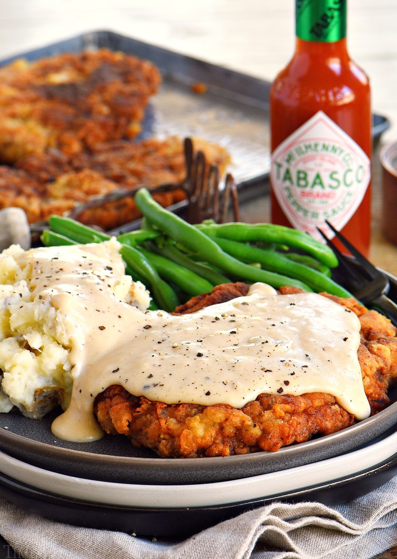 chicken-fried-steak-recipe-plated-with-mashed-potatoes-and-gravy