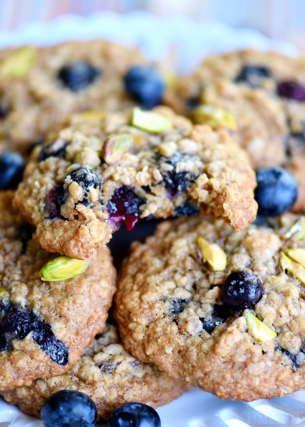 blueberry-pistachio-oatmeal-cookies-easy