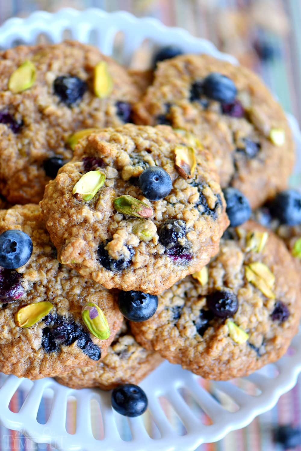 easy-blueberry-pistachio-oatmeal-cookies
