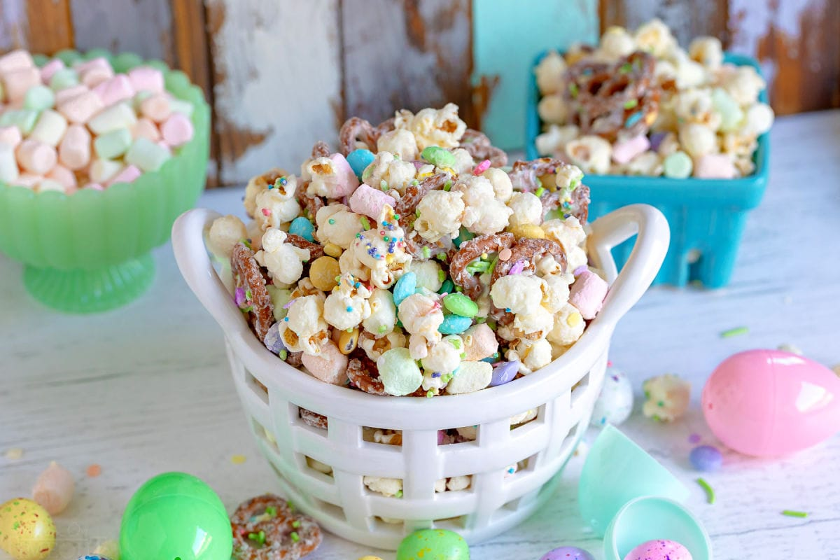 snack mix for easter with marshmallows, popcorn and pretzels.